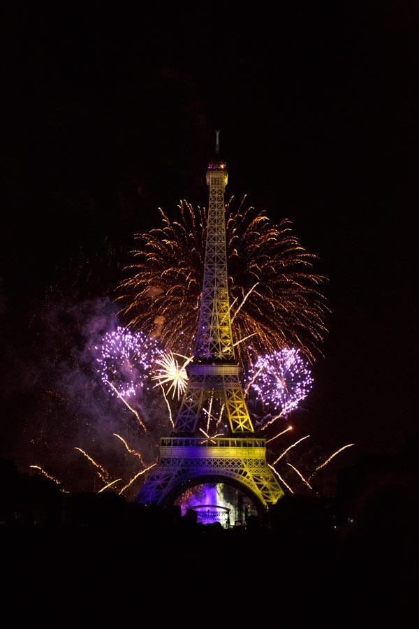 Feux d'artifice du 14 Juillet à Paris sur la tour Eiffel, Champs de Mars