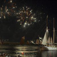 Le Kapitan Borchardt sous les artifices de la parade nocturne