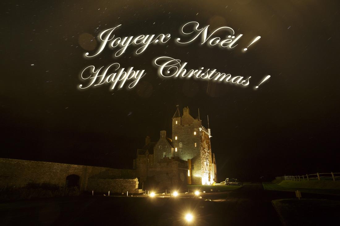 """Joyeux Noël à tous, profitez bien de cette période de fête pour vous enivrez de merveilleux souvenir en famille ou entre amis. C'est le temps de découvrir ou redécouvrir tantôt les paysages blanchis par l'hiver, tantôt de merveilleux château """"transformé"""" en féérie de lumière ou bien tout simplement de profité de la beauté de la nuit sous les lumières de Noël.    Happy Christmas to all of you"""