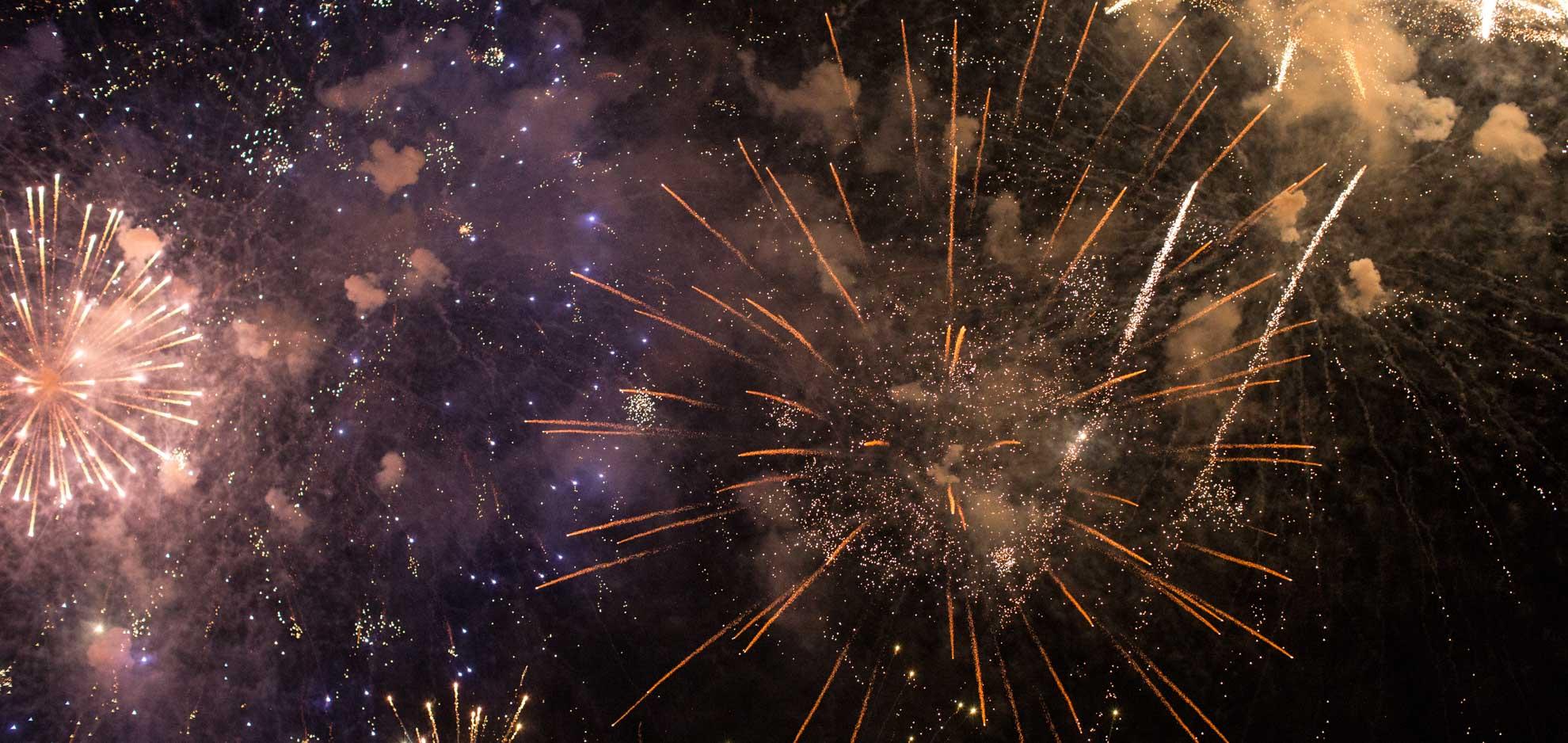 Bleu de france, blanc de fête et rouge de feux, beau 14 juillet !     Bon 14 juillet !
